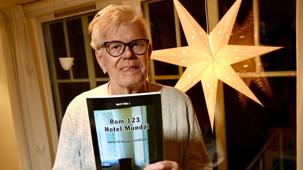 NY BOK: Boka har fått namn «Rom 123 Hotel Mundal» etter det flottaste rommet på det historiske hotellet i Fjærland.