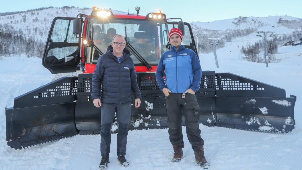 GODE FORHOLD: Dagleg leiar Per Odd Grevsnes (t.v.) og driftsleiar Kim Andre Navarsete er klare for å ta imot skikøyrarar til helga.
