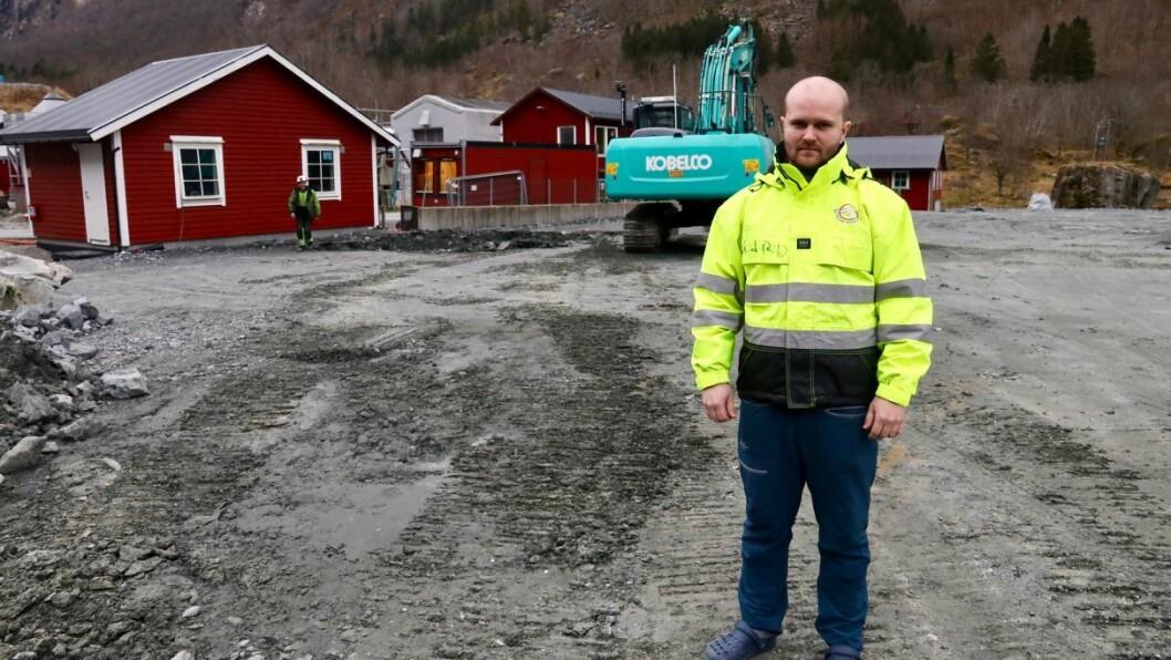 TOMT: På eit utfylt område ned mot Østerbøvatnet skal det nye tørkeanlegget for slam liggje. Tomta er klar til bygging, fortel Jan Egil Nygard.