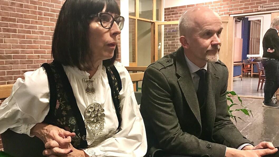STORE PLANAR: Gunhild Bøyum (H) og Magne Bruland Selseng (Sp) i byggjenemnda har store planar for hallprosjektet i Sogndal, men trur ikkje innbyggjarane heilt veit kva dei syslar med.