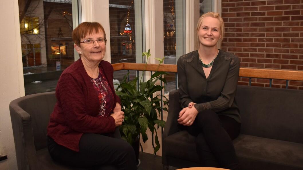 NYE RÅD: Storkommunen nye Sogndal skal fylla seks råd, der tre av dei er heilt nye. Margrete Haug (t.v) og Kristin Rundsveen (t.h) har starta jobben med å finna engasjerte folk til å fylla råda.