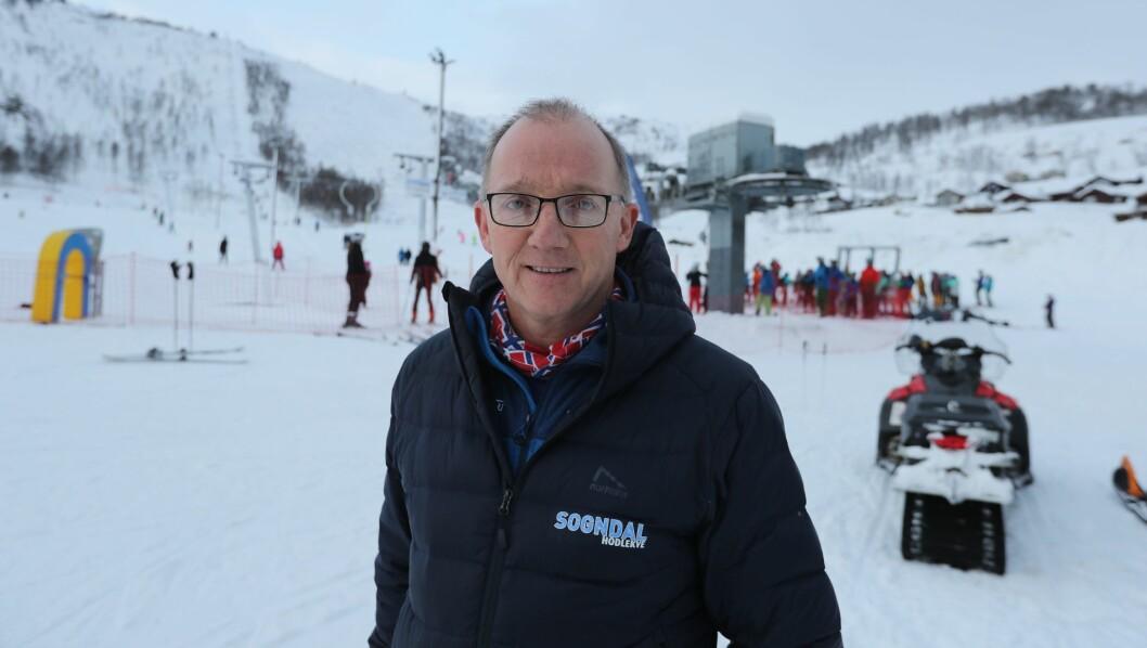 SNØFORHOLD: Dagleg leiar, Per Odd Grevsnes, fortel at snøforholda er éin av grunnane til rekordoppmøtet til sesongopninga til Sogndal skisenter i dag.