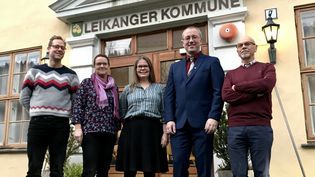 GRØN VISJON: Samarbeidspartia Sp og SV har ambisiøse klimamål for nye Sogndal kommune. Frå venstre: Sindre B. Ramung (Sp), Karen Marie Hjelmeseter (Sp), Vibeke Johnsen (SV), Arnstein Menes (Sp) og Oddbjørn Bukve (SV).