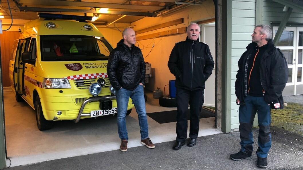 Brannmeister Trond Ove Høie, brannsjef Sigvald Kvinge, og varabrannsjef Jan Ivar Kjelby er redd for at det skal skje ulukker som får alvorlege følgjer grunna at dei ikkje får kontakta storsamfunnet.