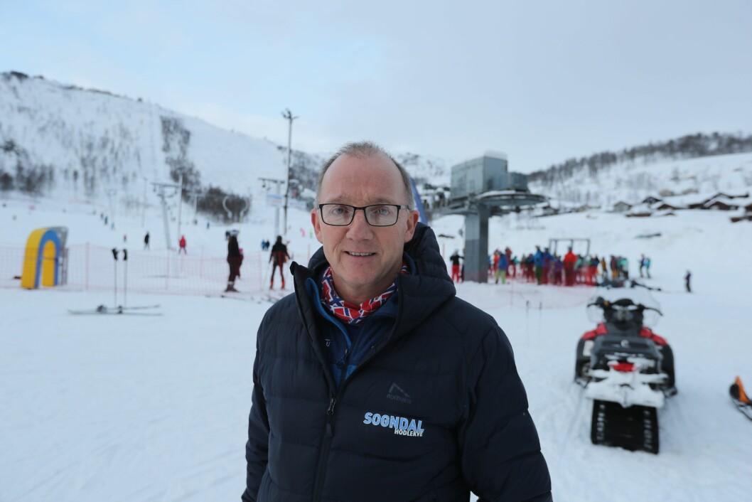 STENGJER: Dagleg leiar Per Odd Grevsnes ved Sogndal Skisenter Hodlekve stengjer Dalalåven, men trekket held ope.