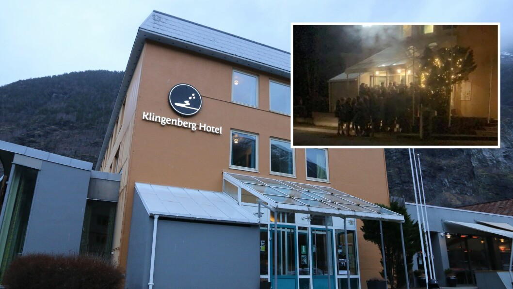 KØ: Det danna seg stor kø utanfor Klingenberg hotell fredag.