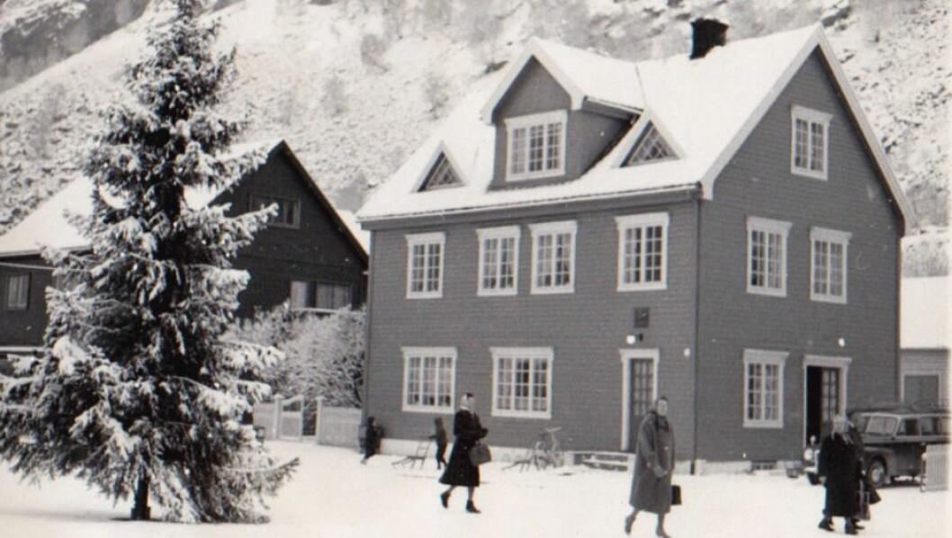 VINTER: Julegrana er tent i Øvre Årdal.