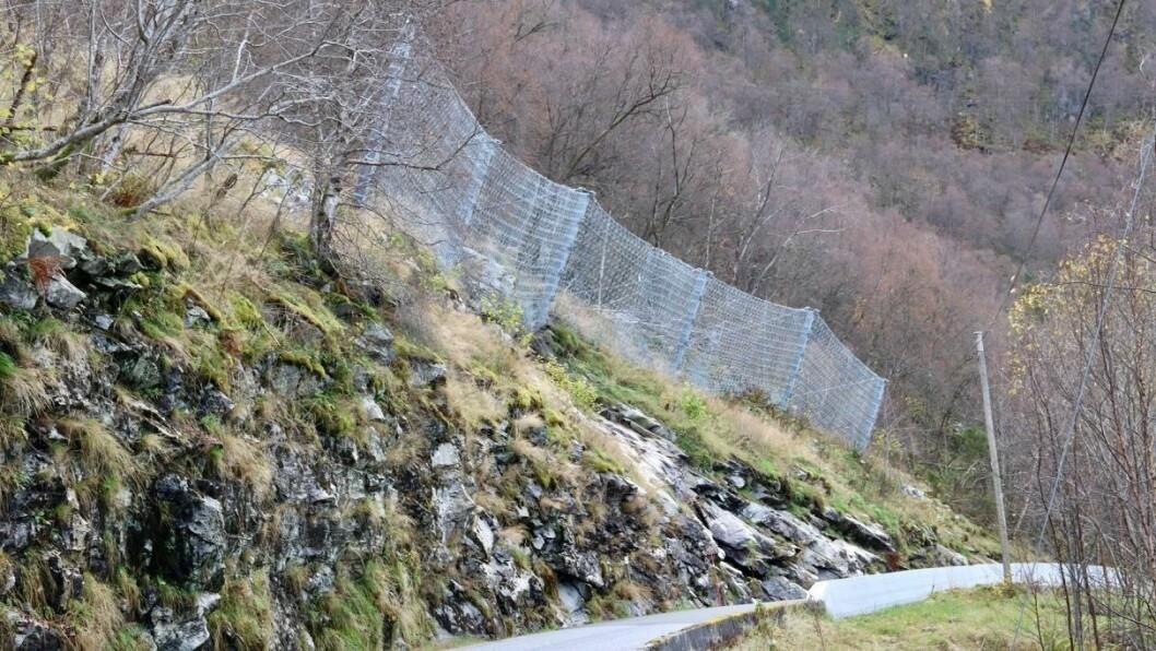 RAS: Det har gått eit steinras på fylkesveg 5586 ved Åkre i Høyanger.