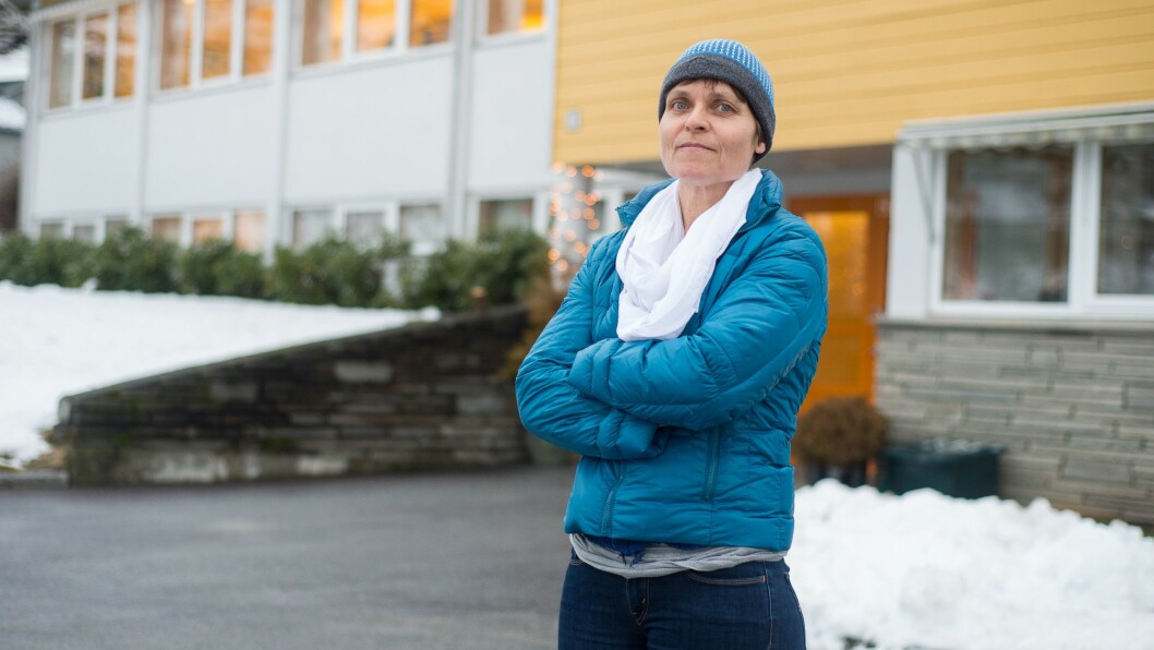 FLEIRE HENDER: Nina Kristine Holen meiner det trengst fleire hender i eldreomsorga, ikkje berre i Luster, men i heile landet. Sjukepleiarane slit seg ut, og dei eldre får ikkje omsorga dei fortener, meiner ho.