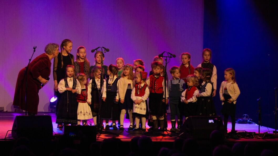 SONG: Judith Vestreim og Krudlalaget opptrådte i Leikangerhallen.