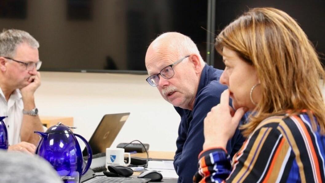 RAUDT HØYANGER: Einar Rysjedal (midten)  er skeptisk til auka krafteksport.