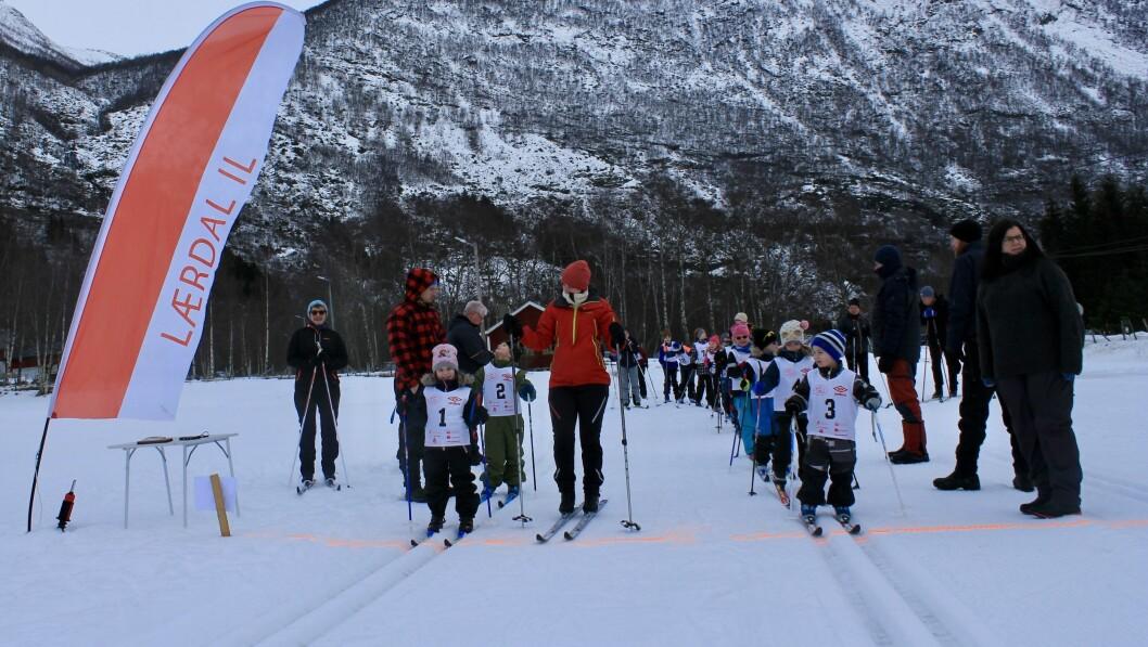 UNGE SKILØPARAR: Heile 21 deltakarar i alderen tre til 14 år deltok på årets fyrst cuprenn i Borgund.