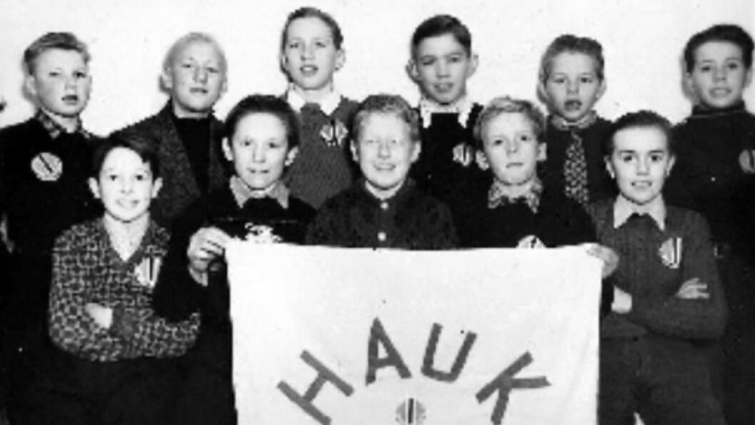 HAUK: Frå venstre bak står Tomas Vee, Anders Midtgard, Jens Offerdal, Anders Hestetun, Arvid Hestetun, Oddvar H. Øren. Frå venstre framme sit Birger Haug, Alf Moen,  Tomas Holsæter, Gudmund Hestetun og Per Bjørn Hjelmås.