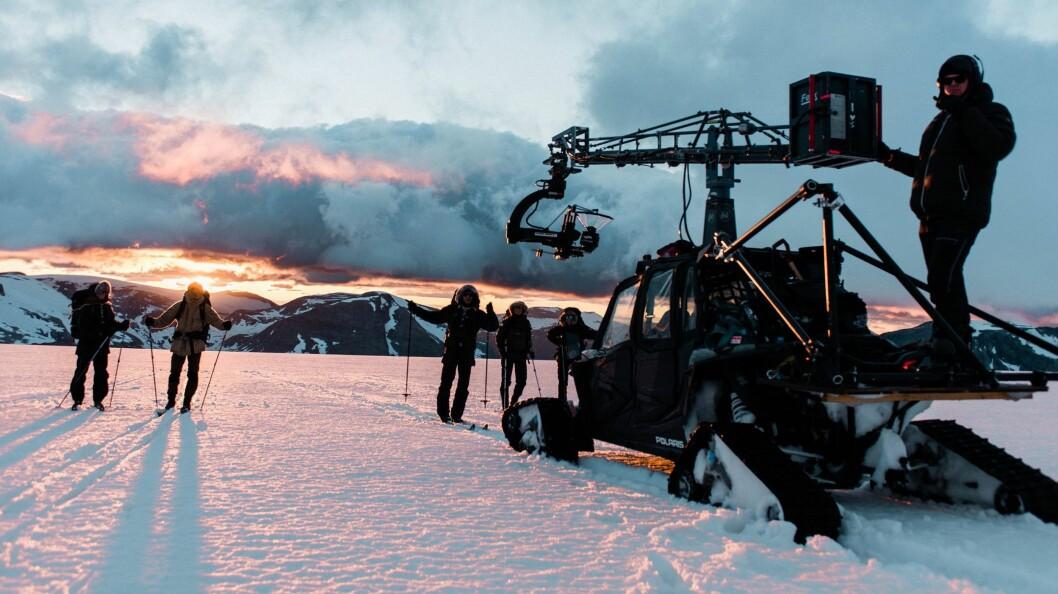 ISBRE: Falkeblikk tok med seg folk opp på breen for å filme til den nye filmen som kjem på Norsk Bremuseum.