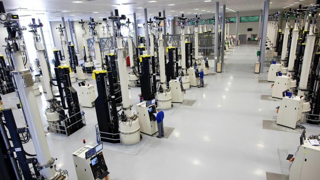 OVERVAKAR SITUASJONEN: Solcelleproduksjonen til Norsun i Årdal er førebels ikkje råka av koronaviruset.