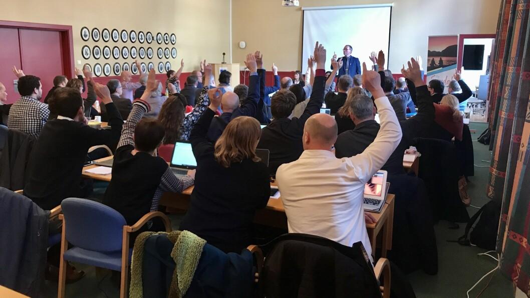30 mot 7: Eit tydeleg fleirtal i Sogndal kommunestyret stemde for å handsama varslarsaka i Sogn barnevern. Saka blir no diskutert bak lukka dører.