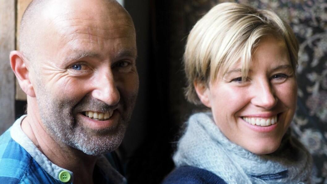 SKEPTISK: Bjørn Vike og Tone Rønning satsar på naturbasert reiseliv i Aurland med gardshotell og guida turar. Vike skeptisk til gondolplanane i bygda.