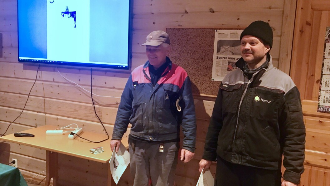 Far og søn, Torgeir og Ivar Jevnaker under årsmøtet til skigruppa til ÅTIL. Torgeir Jevnaker har fulgt opp trakkemaskina i årevis. No vil han ha ny.