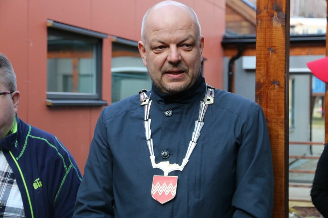 OPPMODAR: Hilmar Høl oppmodar alle som bur i Årdal å unngå unødige turar til fylkeshovudstaden