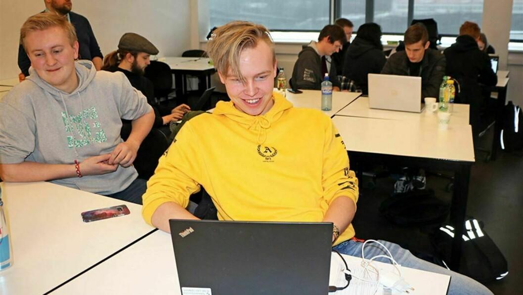 TIl saman er det 65 lærlingar i Vestland fylke. Martin Svendsen, frå Vangsnes er lærling i IKT-servicefaget.