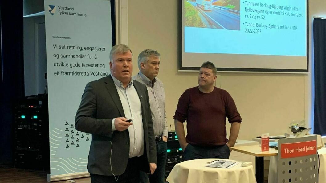 SOGNINGANE: Ordførarane Ivar Kvalen (Luster), Petter Sortland (Høyanger) og Roy Egil Stadheim (Vik) ynskjer at tunnel gjennom Vikafjellet og Hemsedalsfjellet skal prioriterast i neste NTP.