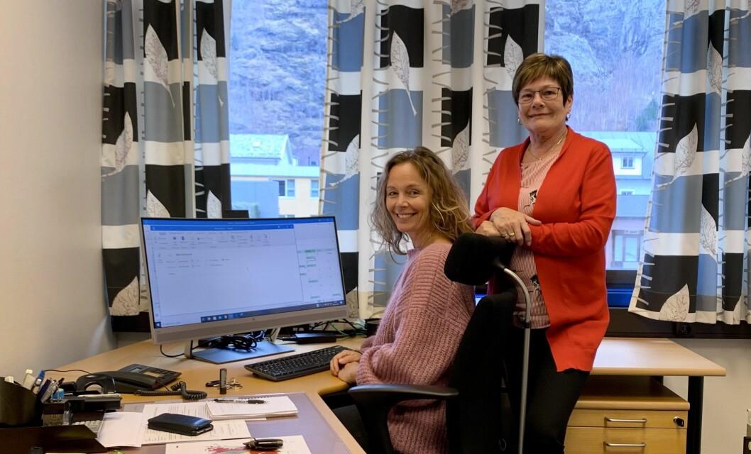 OPPLÆRING: Jorunn Nilssen og Trine Grøttebø overlappar ein periode, før Nilssen går inn i pensjonisttilværelsen.