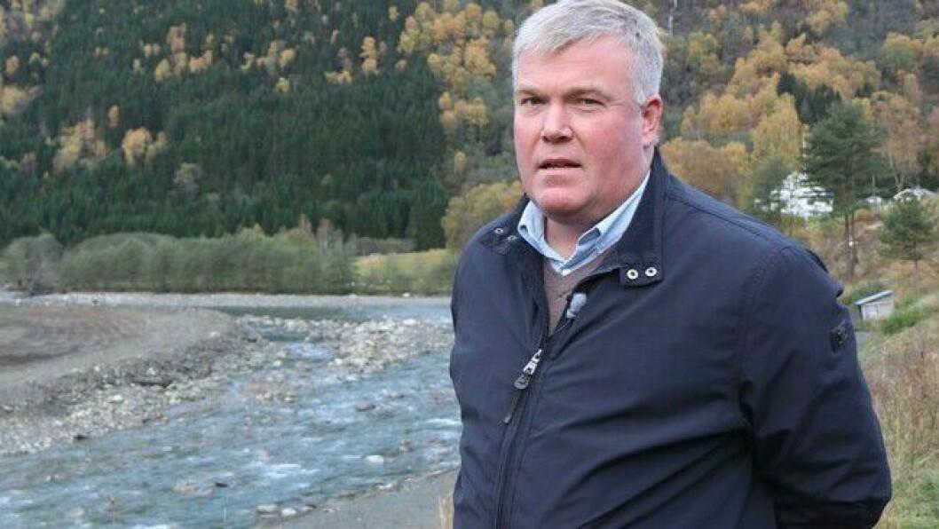 IKKJE NØGD: Ivar Kvalen liker dårleg den vedtekne nedbygginga av ambulansetilbodet i kommunen.