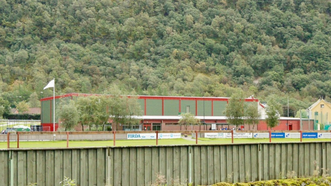 STENGT: Høyangerhallen er blant dei kommunale bygga som vert stengt i to veker.