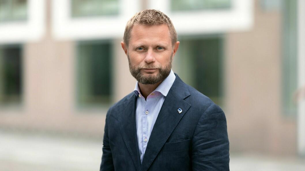 FORBOD MOT HYTTETUR: Sjølv om mange har tatt oppfordringa om å reise heim frå hytta, seier helseminister Bent Høie at det framleis er fleire som blir.