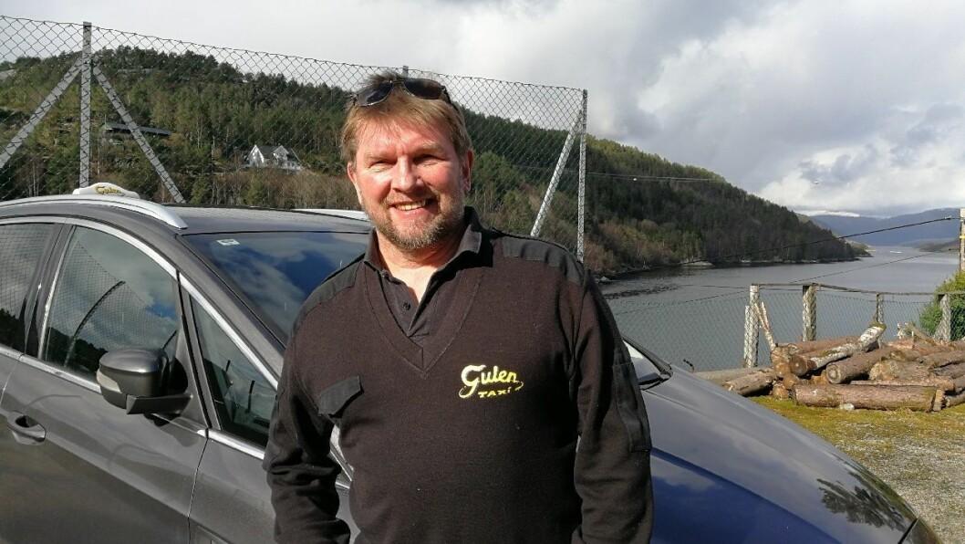 ROLEGE DAGAR: Ivar Eide i Gulen Taxi har rolege dagar for tida. Han har fortsatt ikkje fått panikk og håpar staten kjem med endå betre redningspakkar for sjølvstendig næringsdrivande.