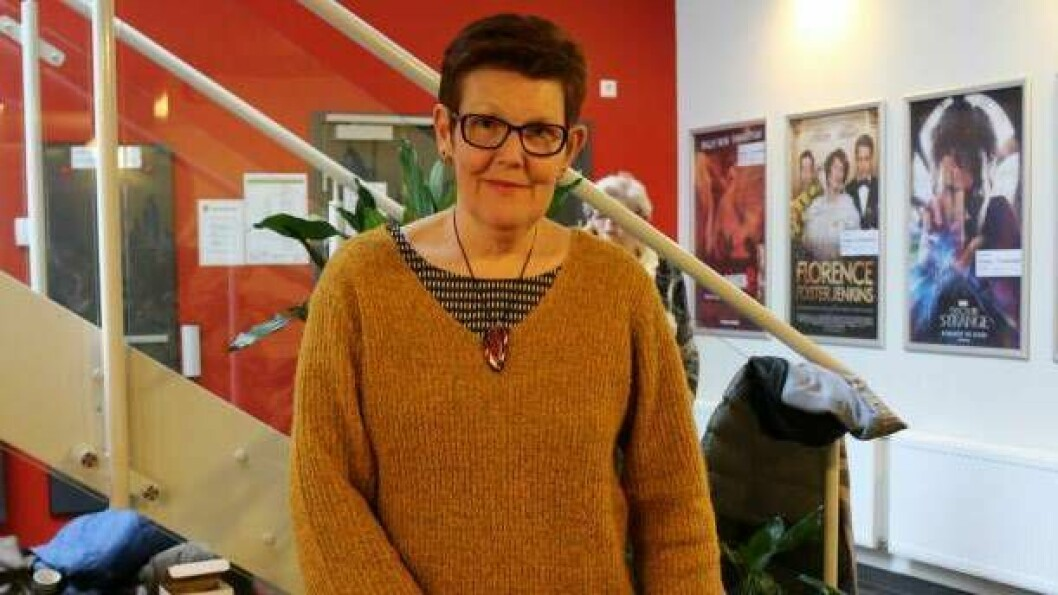 Leiar for Årdal i Sogn Røde kors, Patricia Seglem Lægreid, fortel at mange som nyttar besøksvenn-tenesta er i risikogruppa for koronaviruset. Difor er no besøkstilbodet endra til eit trygt telefontilbod.