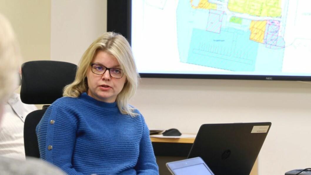 TILSETT: Synne Vefring går frå jobben som kommuneplanleggjar til å bli ny leiar for plan og forvaltning i Høyanger kommune.