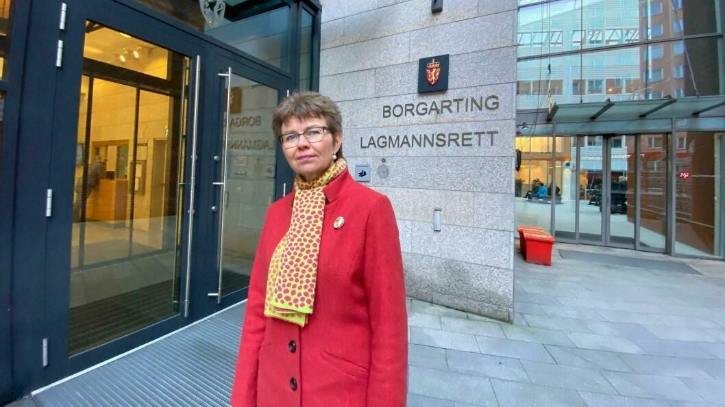 Kathrine Kleveland, leiar i Nei til EU, utanfor Borgarting lagmannsrett i Oslo
