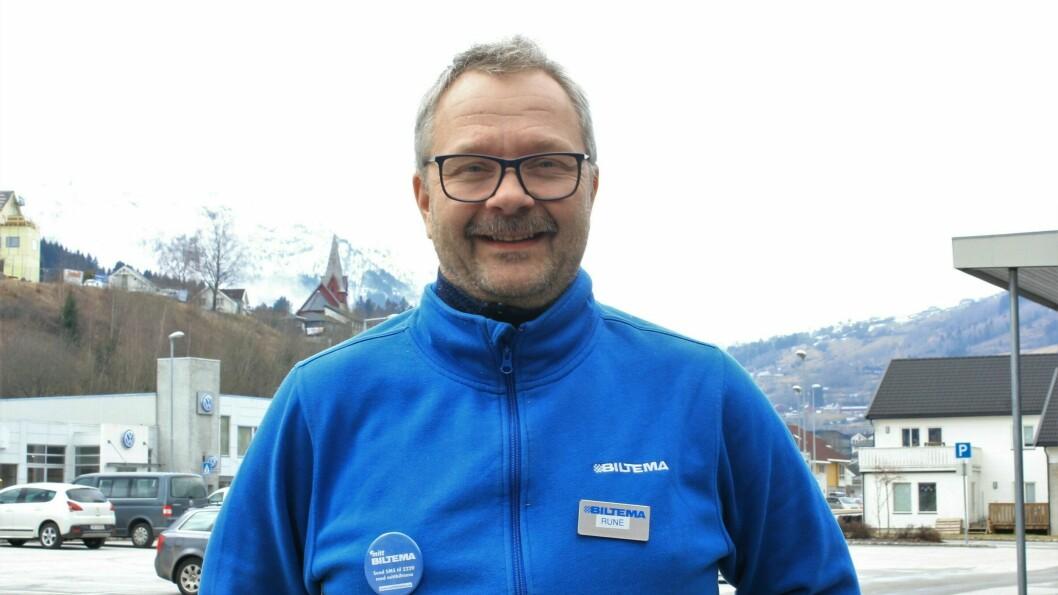 OPPTUR: Biltema har vanlege opningstider, ingen permittering, og mykje arbeid med pakking og påfyll av varer, seier varehussjef på Biltema Rune Pettersen.