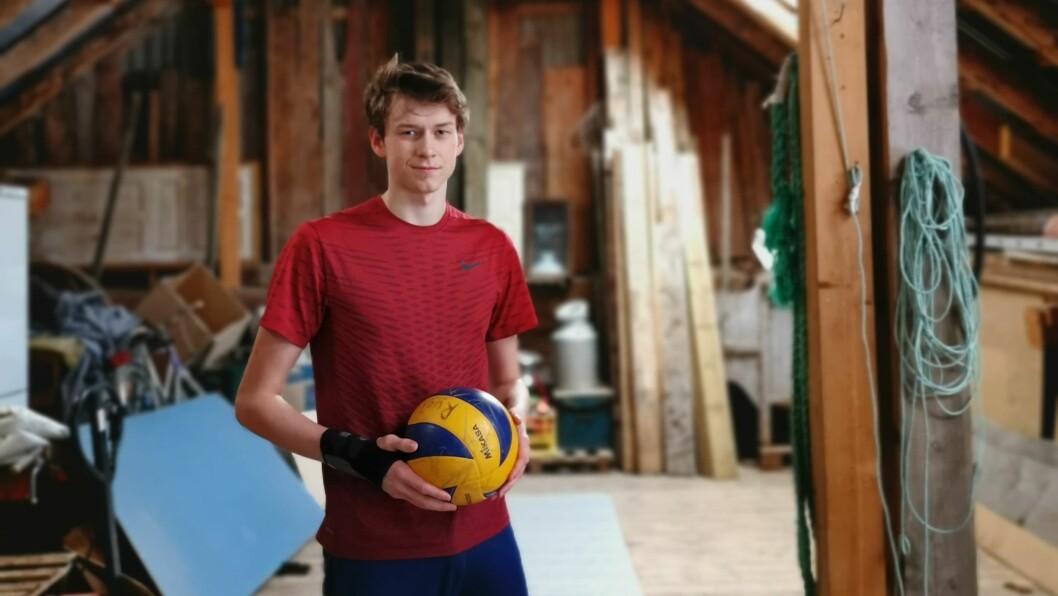 Jobjørn Myren spelte i lag med Studentspretten i Sogndal medan han gjekk på idrettslinja. No har han bytt til toppvolleyball i Rogaland.