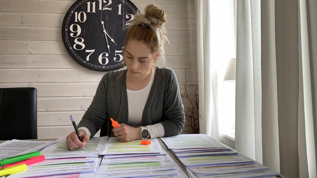 USIKKER FRAMTD: Siv-Berit Molland brukar ni timar om dagen på å lesa til eksamen.