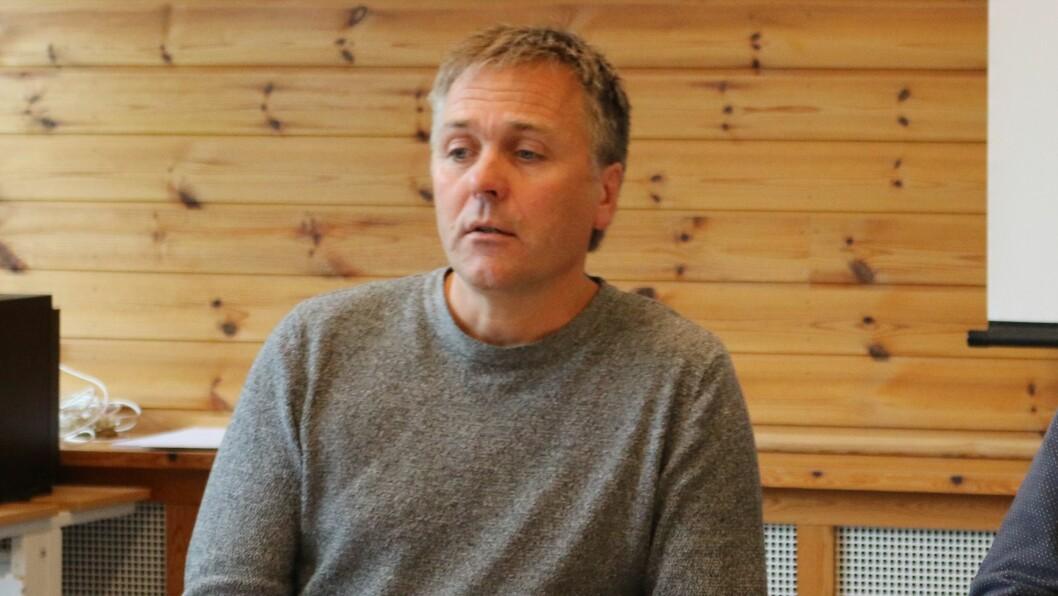 FØRESLÅR KUTT: Rådmann Steinar Søgaard i Aurland føreslår drastiske kutt for å få økonomien i hamn.