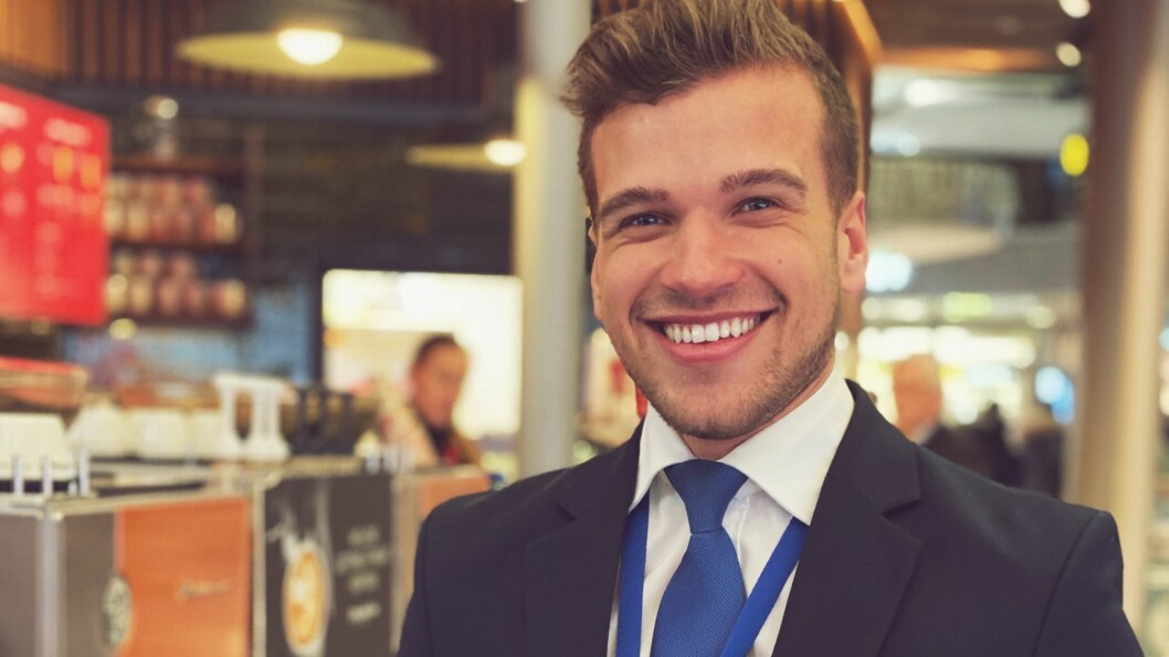 SERVICEARBEIDER: Tomas Nyhus på jobb for SAS på Gardermoen.