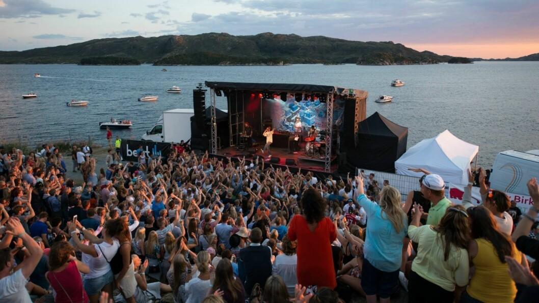 AVVENTAR: Utkant har vore arrangert i havgapet på Skjerjehamn i Gulen sidan 2007. No avventar festivalen ei avklaring kring koronasituasjonen før årets festival.