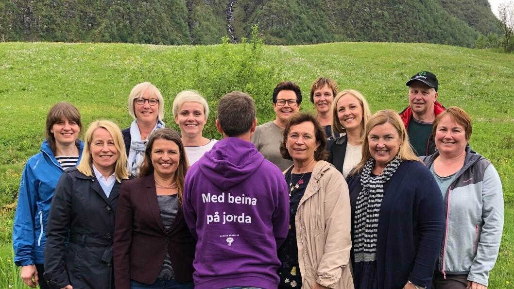 NETTVERK: Landbruksnettverket til Høgre på Stortinget: Guro Angell Gimse (Trøndelag),  Frida Melvær (Vestland), Margunn Ebbesen(Nordland), Torill Eidsheim (Vestland), Ingunn Foss (Agder), Margret Hagerup (Rogaland), Elin Rodum Agdestein (Trøndelag), Bente Stein Mathisen (Viken), Marianne Synnes Emblemsvåg (Møre- og Romsdal), Anne Kristine Linnestad (Viken), Liv Kari Eskeland (Vestland), Solveig Sundbø Abrahamsen (Vestfold og Telemark) , Kristin Ørmen Johnsen (Viken) , Ingjerd Schou (Viken), Aase Simonsen (Rogaland), Lene Westgård Halle (Vestfold og Telemark)
