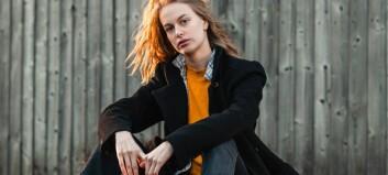 Tea (20) frå Årdal er aktuell med ny musikk: – Det er ei låt som handlar om å ta tilbake makta