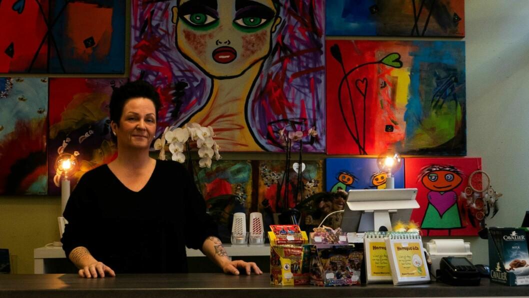 ASKELADDEN: Mariann Viken Oppedal styrer skute i den nye butikken i Gaupne.
