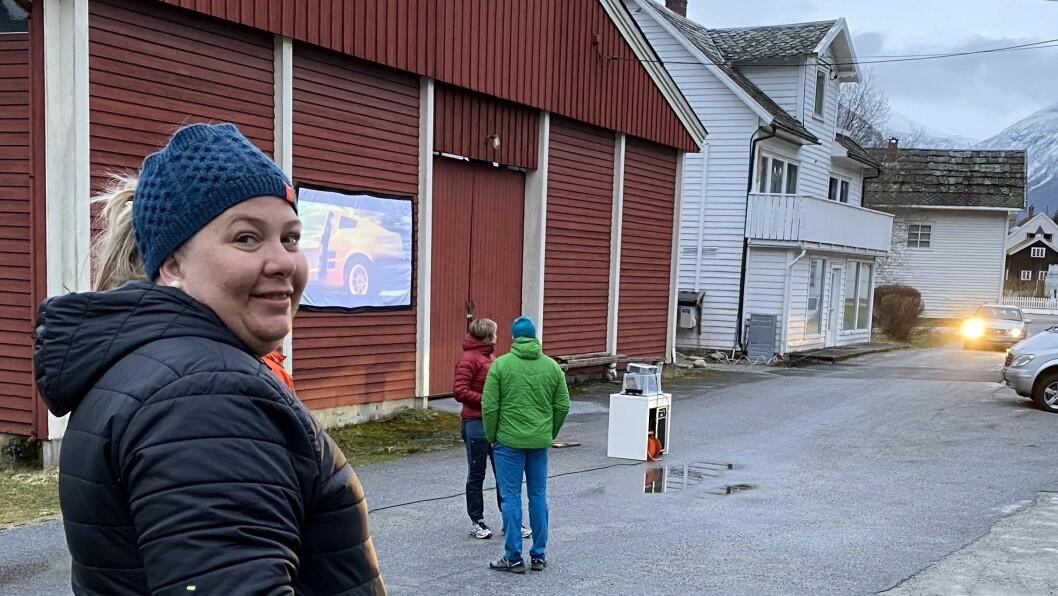 INITIATIVTAKAR: Marita Lovise Hammernes Joranger arrangerte drive-in kino for innbyggjarane i Marifjøra.