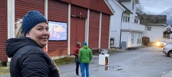 Arrangerte drive-in kino for sambygdingane: – Kjempekjekt at så mange møtte opp
