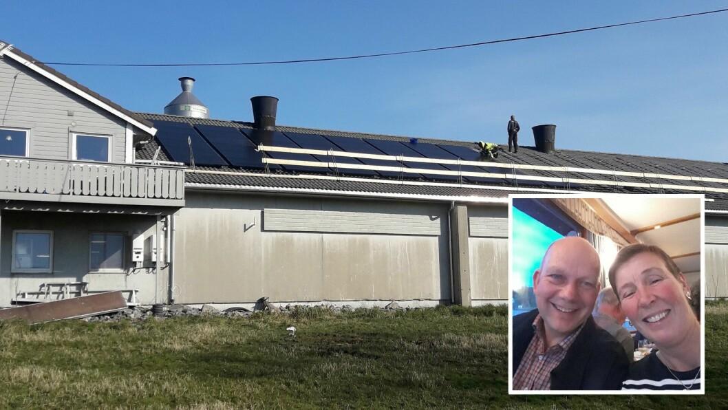 STRAUM: Her vert det lagt solcellepanel på taket på hønsehuset hos Bjarte og Bente Nordanger.