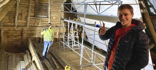 Då hallen vart stengd bygde klatrekompisane buldrevegg på låven