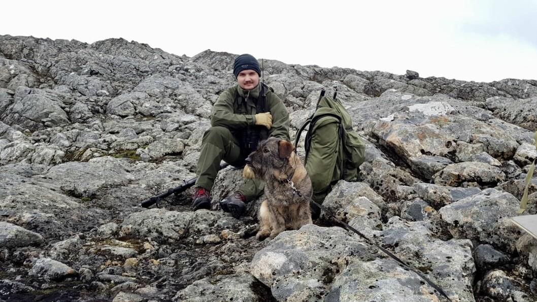 GLAD I JAKT: Olav likar godt å vere på jakt når han er heime i Sogn