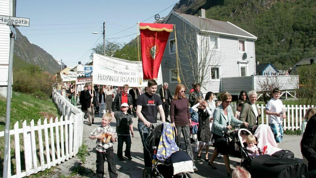 TOG: Normalt sett deltek mange i toga i Høyanger 1. mai. Dette biletet er frå markeringa i 2007