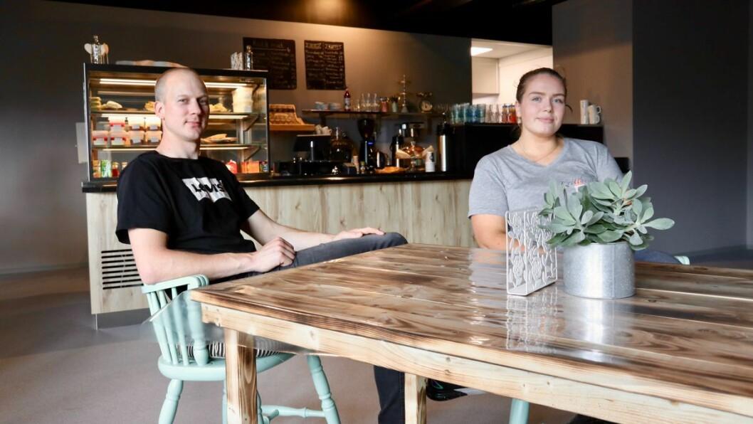OPNING: James Palmer og Kristine Brekke Brosvik har opna opp Kritthuset kafé og catering på Hosteland.