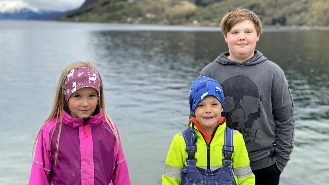 DUGNADSGJENG: Eira Hov Hauge, Odin Hov Hauge, og Didrik Hauge på Skjolden.
